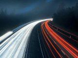 Rozświetlona droga - długi czas naświetlania